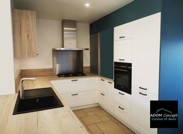 cuisine porte à cadre blanche et bois Adom concept