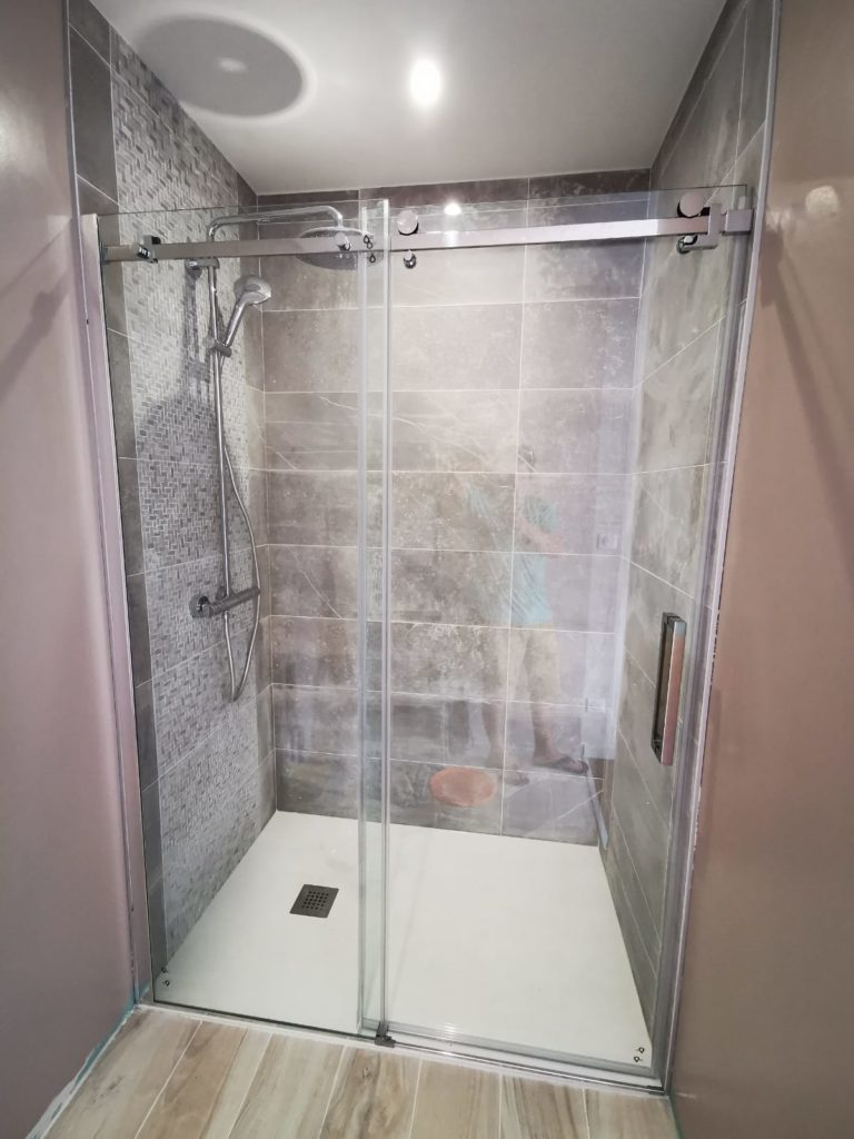 Salle de douche à la rochelle